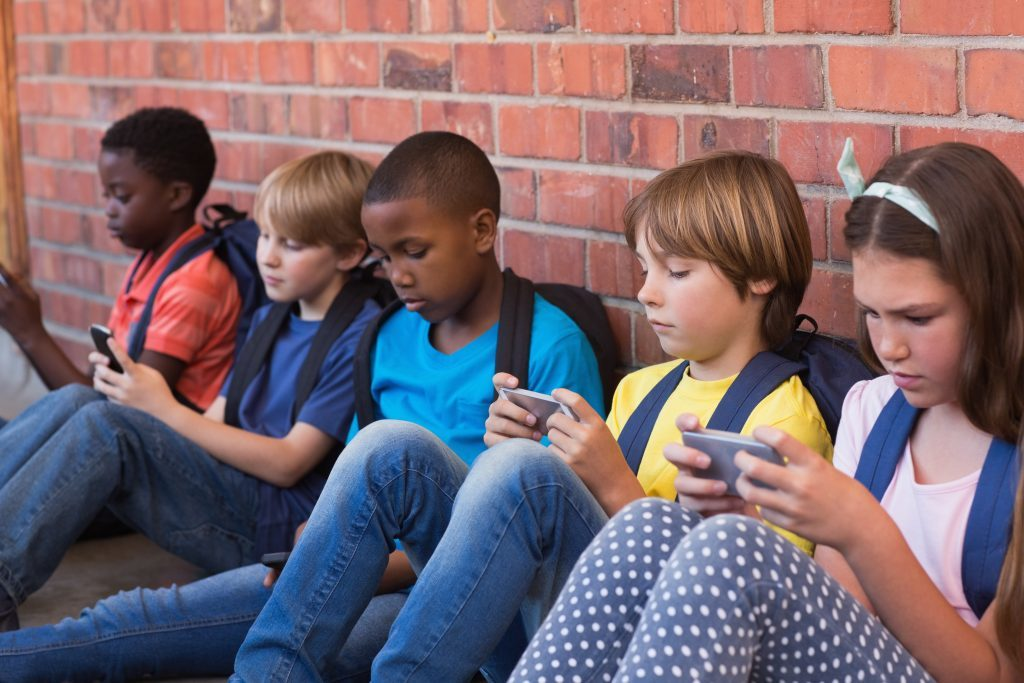Children-and-Mobile-Technology-1-1024x683
